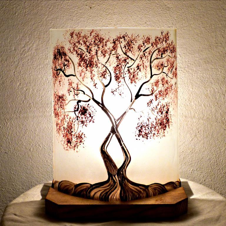 lampes artisanales en verre sur socle bois. Black Bedroom Furniture Sets. Home Design Ideas