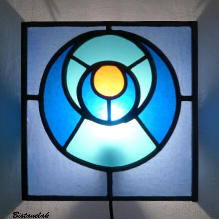 applique  vitrail bleu et orange design géométrique cercle dans le cercle