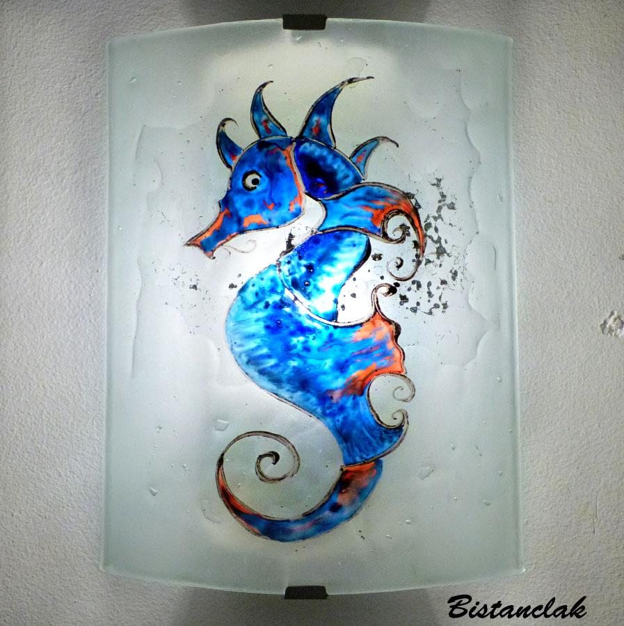 applique décorative motif hippocampe bleu cobalt, cyan et orange