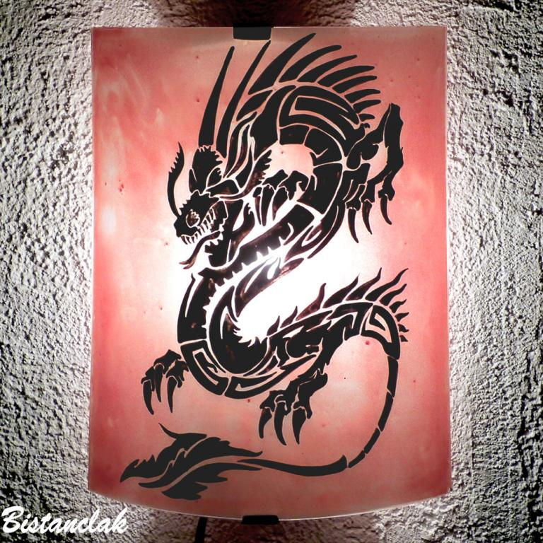 applique rouge motif dragon noir
