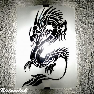 applique luminaire décorative blanche au dessin d'un dragon noir