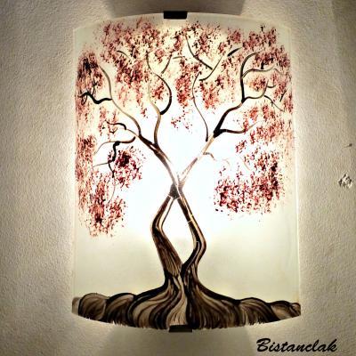 applique murale décorative et éclairante blanche motif arbre de jane au feuillage rouge