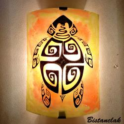applique murale jaune orange motif tortue stylisée ethnique