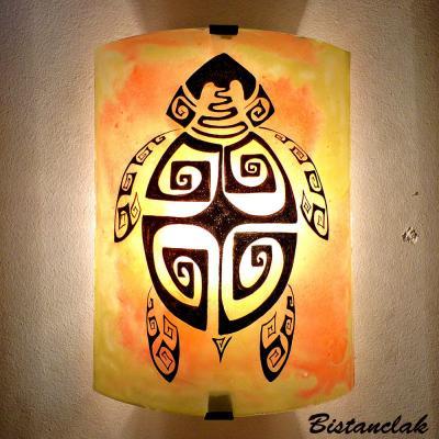 applique murale jaune orange motif tortue stylisée ethnique
