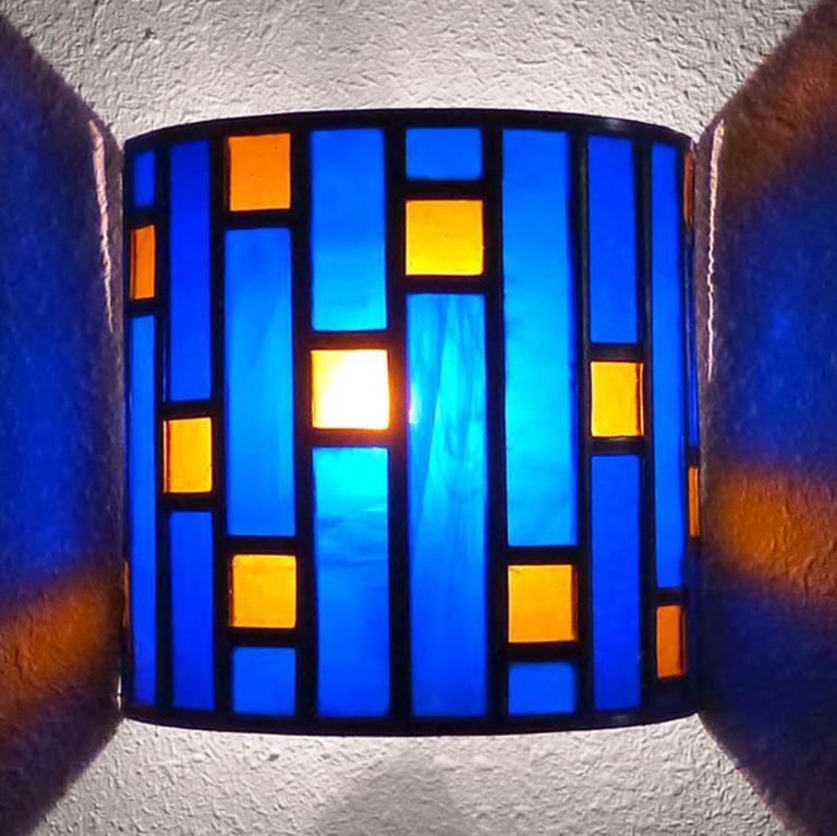 applique vitrail demi-cylindre bleu cobalt et ambre tendance art déco
