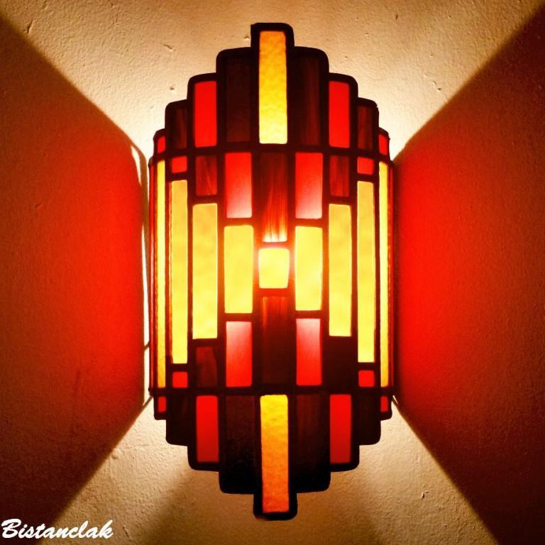 Applique vitrail design art deco rouge ambre et brun