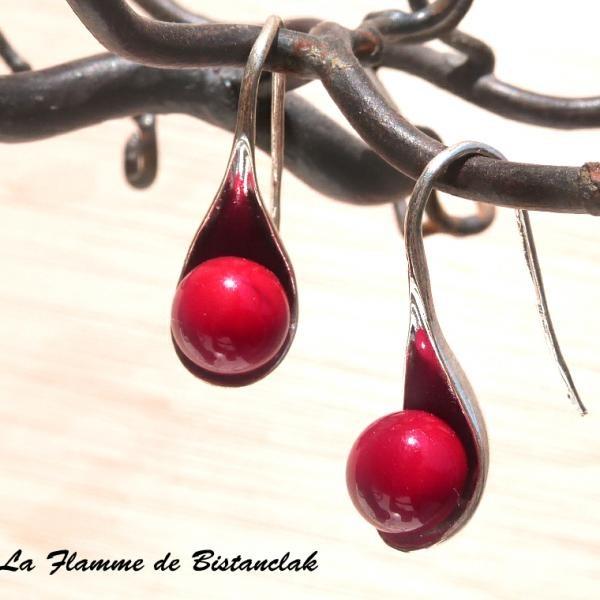 Boucles d oreilles perles de verre file rouge opaque modele cuillere 1