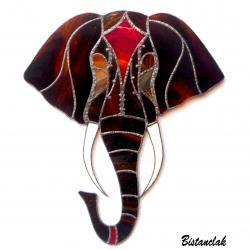 décoration murale tête d'éléphant brun méché et rouge en vitrail