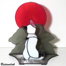 déco vitrail chat noir et blanc sous la lune rouge