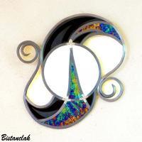 décoration vitrail originale noir, blanc et iridescent arabesque