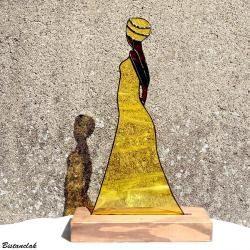 Decoration vitrail tiffany africaine en robe jaune