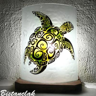 lampe artisanale motif tortue verte à carapace spirale  (2)
