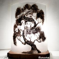 lampe artisanale noire et blanche motif Bonsaï