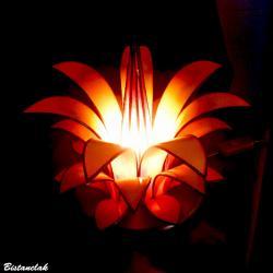 Lampe artisanale vitrail tiffany forme fleur jaune orangé