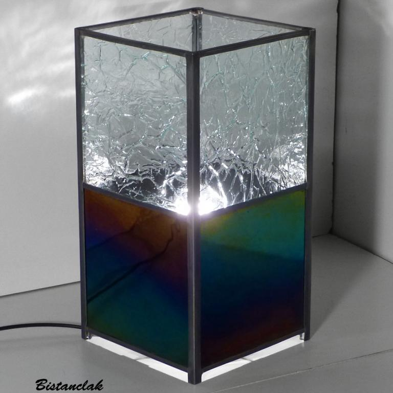 lampe rectangulaire vitrail, verre iridescent effet essence et incolore aspect froissé