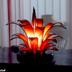 luminaire artisanal en forme de fleur jaune orangé création sur mesure