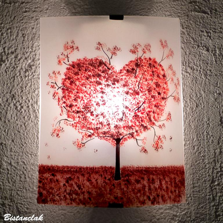 applique artisanale blanche  motif arbre en coeur rouge