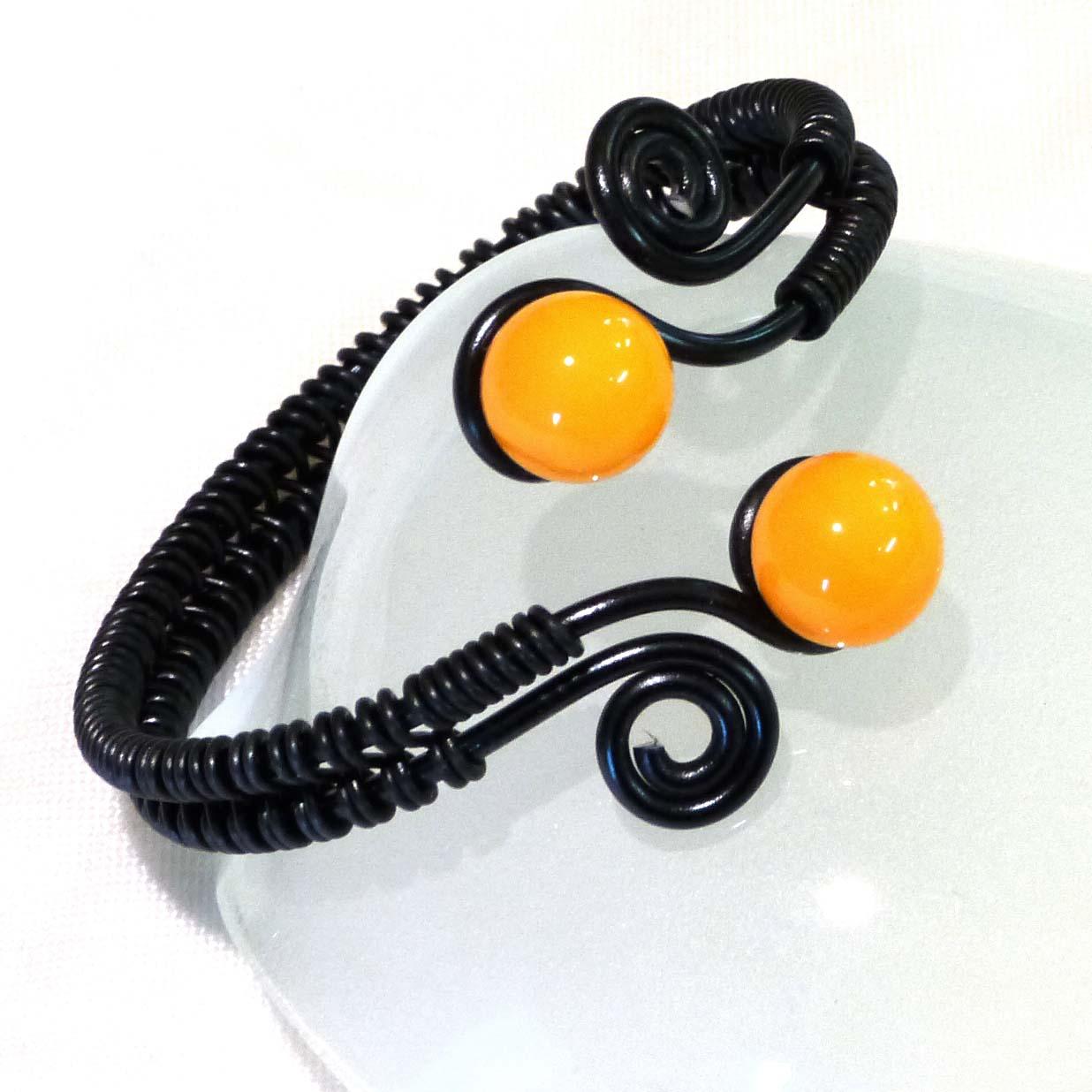 Bracelet perles de verre jaune et fil alu noir