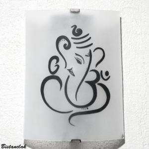 Applique artisanale blanche au motif de ganesh