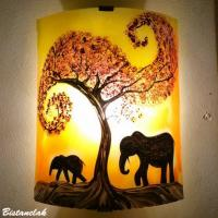 lampe applique artisanale jaune et orange motif elephant par bistanclak