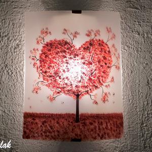 Applique blanche motif arbre en forme de coeur rouge