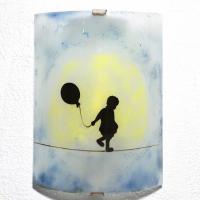 lampe applique bleu tendance street art motif la petite fille au ballon  vendue en ligne