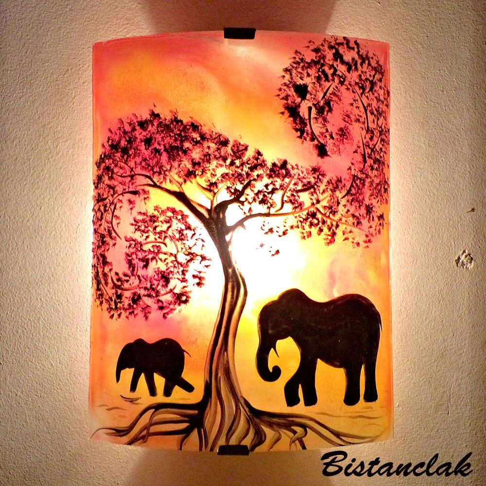 Applique luminaire de couleur jaune orange et rouge à motif éléphant vendue en ligne