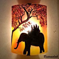 Applique murale jaune et rouge motif ballade a dos d elephant vendue en ligne