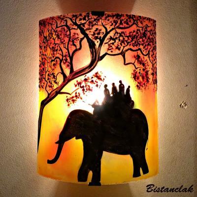 Applique jaune et rouge motif ballade à dos d'éléphant