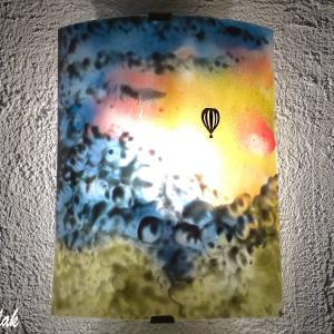 Applique d ambiance paysage motif montgolfiere dans un ciel multicolore fabrication artisanale francaise par bistanclak