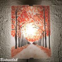 Applique artisanale au motif d un chemin borde d arbres rouge
