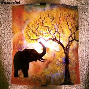 Applique d ambiance multicolore motif elephant a la trompe levee creation artisanale par bistanclak 2