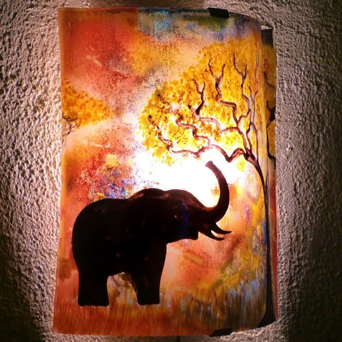 Applique d ambiance multicolore motif elephant a la trompe levee creation artisanale par bistanclak 4