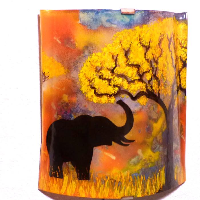 Applique d ambiance multicolore motif elephant a la trompe levee creation artisanale par bistanclak 5