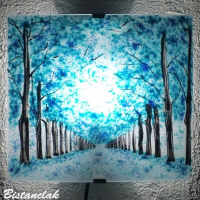 Applique turquoise motif chemin bordé d'arbres