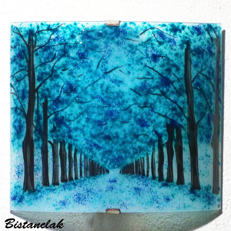 Applique d ambiance turquoise motif chemin borde d arbres bleu