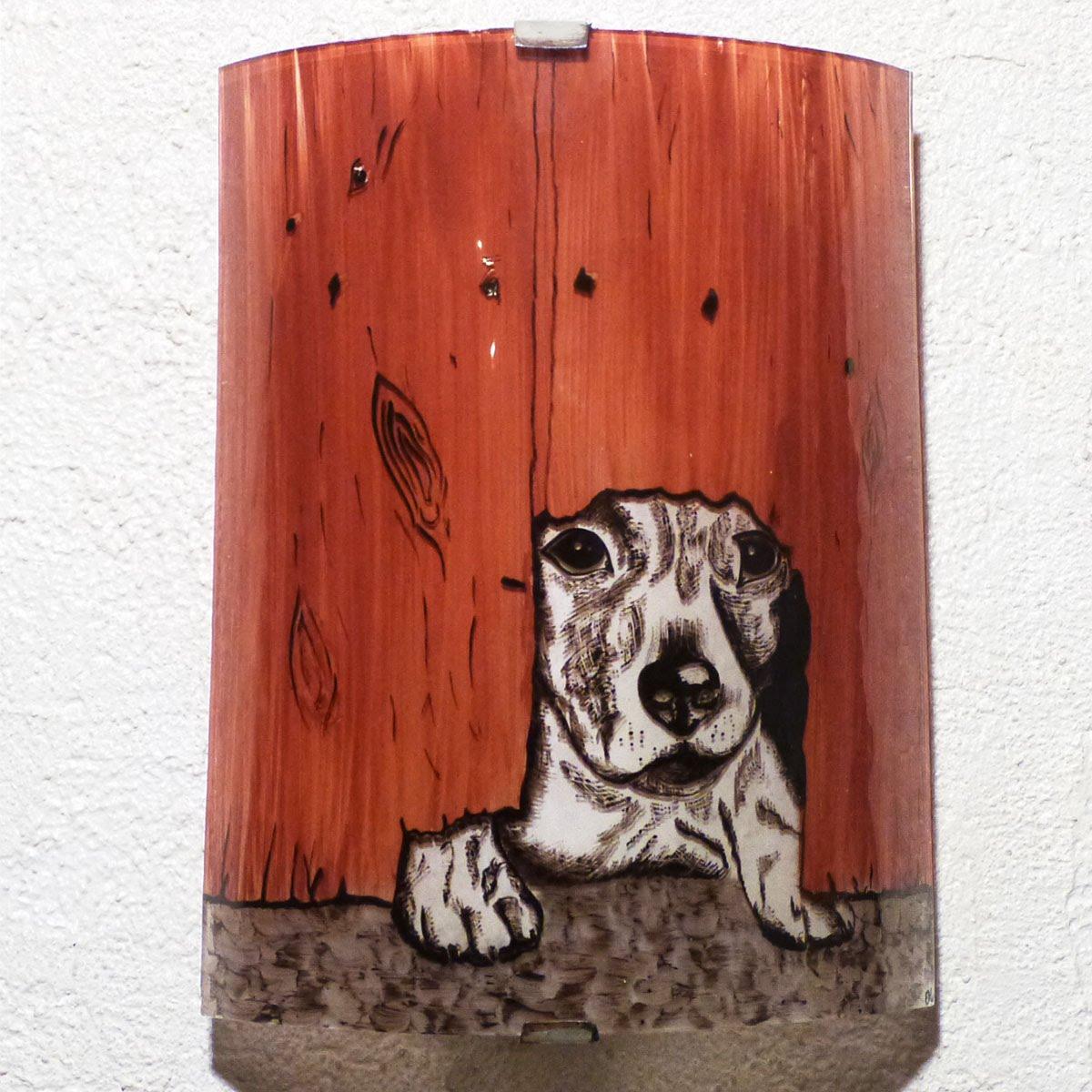 Applique motif petit chien sous la barriere