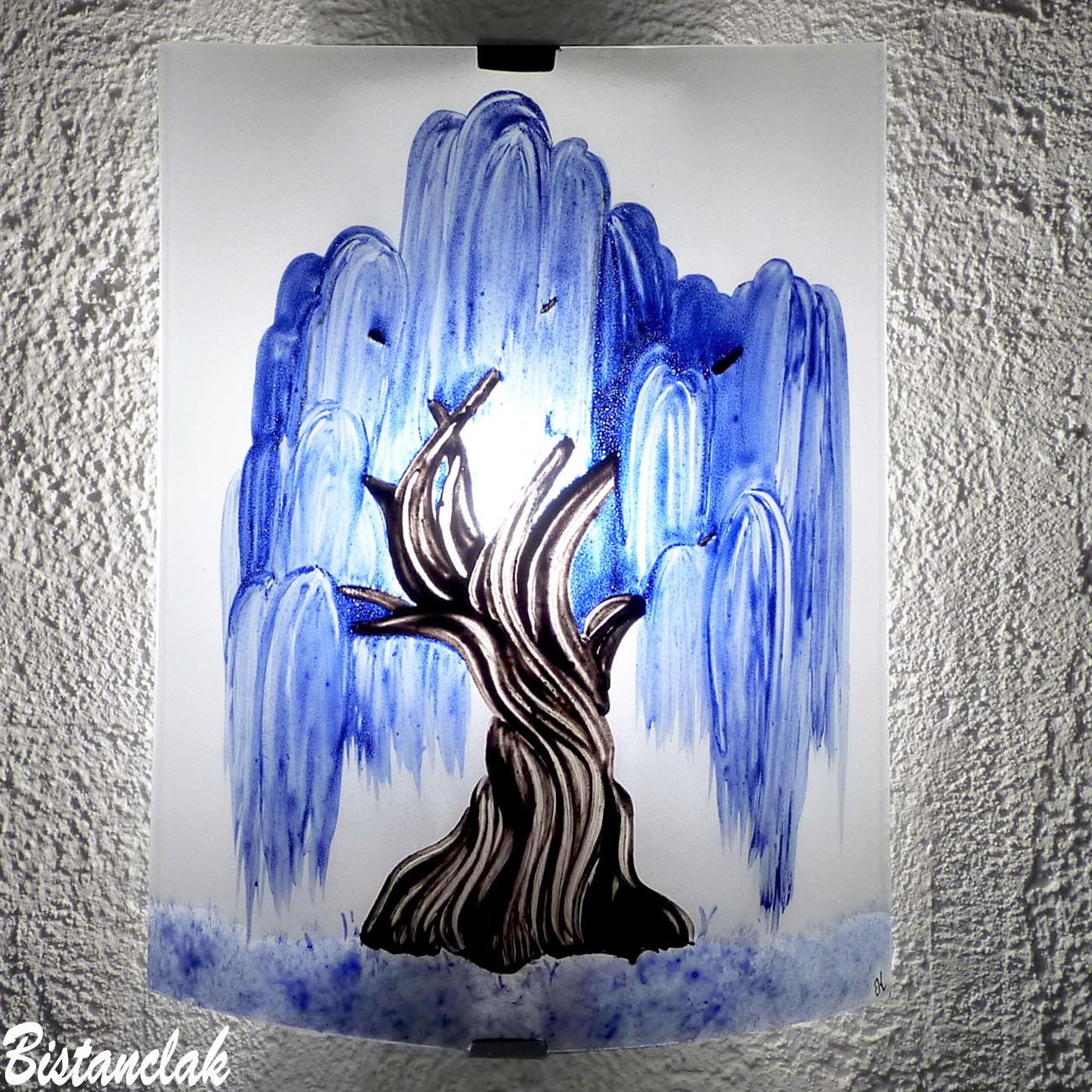 Applique artisanale blanche motif saule pleureur bleu cobalt