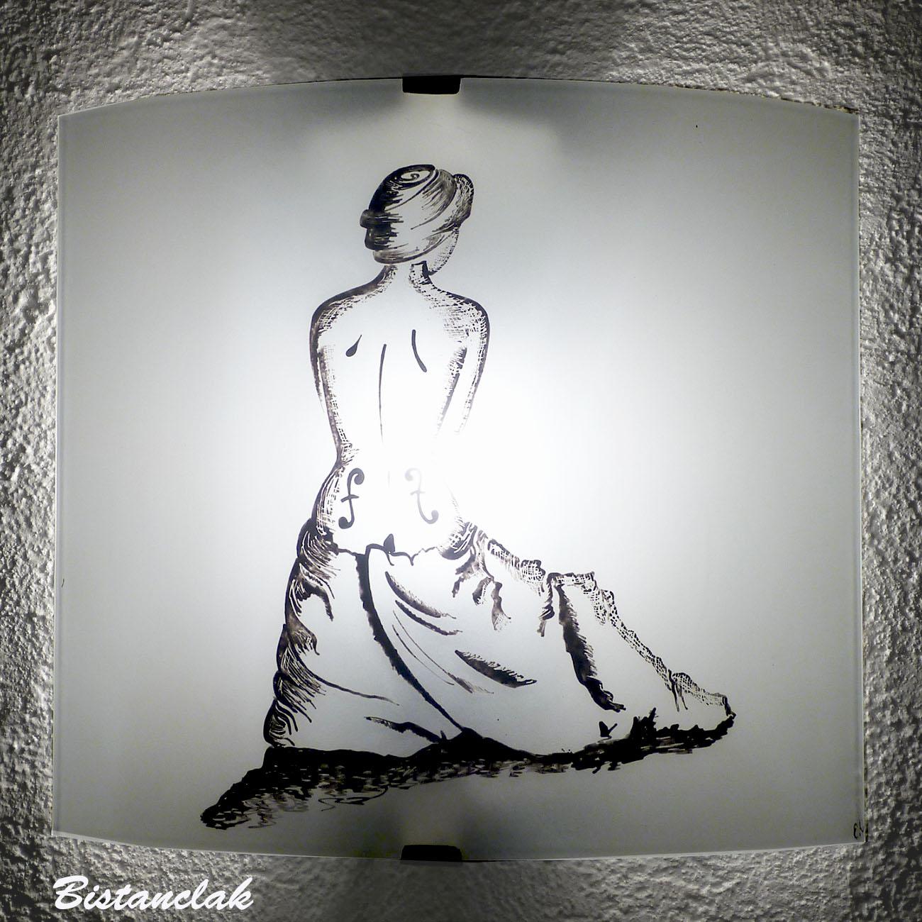 Applique noire et blanche motif la femme violon