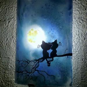 Applique demi cylindre bleu au dessin de deux chats sous la lune