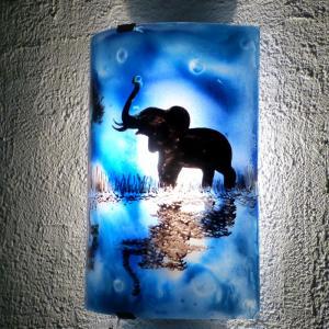 Applique demi cylindre decorative bleu cobalt motif elephant au bord de l eau creation artisanale francaise par bistanclak 1