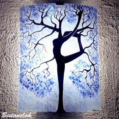 Applique en verre colore motif arbre danseuse bleu clair
