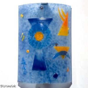 Applique en verre coloree bleu orange motif inspire de kandinsky