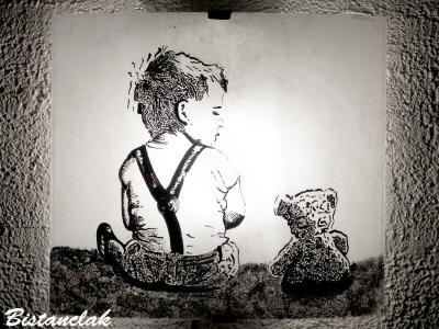 Applique au motif d'un enfant et son ours en peluche