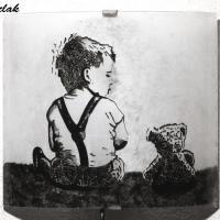 Applique luminaire artisanal noir et blanc motif enfant et ourson