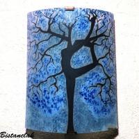 Applique luminaire colore bleu clair en verre motif arbre danseuse