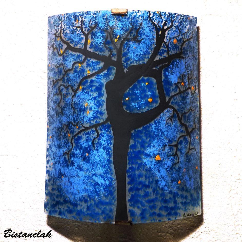 Applique luminaire motif arbre danseuse bleu fonce