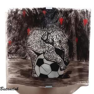 Applique motif petit elephant sur un ballon