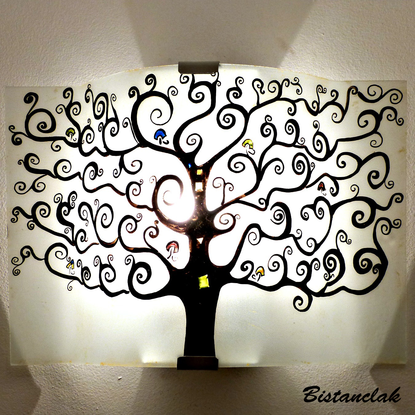 applique artisanale noire et blanche motif arbre de vie