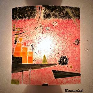 Applique murale artisanale coloree rouge au motif geometrique d apres kandinsky